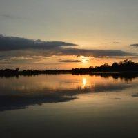 Закат на пруду. :: Виктор ЖИГУЛИН.