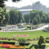 Вид на сад у храма Христа Спасителя :: Маера Урусова