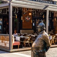 Скульптура на пешеходной улице Зрини в Будапеште :: Вадим *