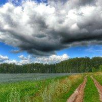 Тяжёлое облако над дорогой :: Милешкин Владимир Алексеевич