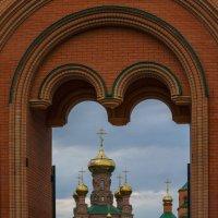 Вход в Свято-Покровский Голосеевский монастырь :: Оксана Лада