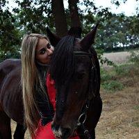 Главное в жизни найти девушку,которая будет преданна тебе как конь. :: Ирина Набоких