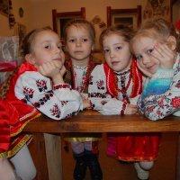 четыре подружки под окном :: Юрий Очковский