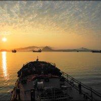 Утро в заливе Находка :: Сергей Лякишев
