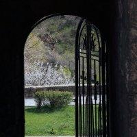 калитка в монастырский сад. Гегард. :: Лидия кутузова