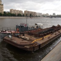 Шаланда на Москве-реке :: Сергей Михальченко