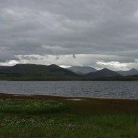 Здесь тучи прижали озёра к земле... :: Александр Попов