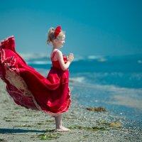 Наша младшенькая у моря.... :: Виталий Левшов