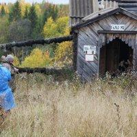 Фотографы  в заброшенной колонии поселении.. :: Александр Широнин