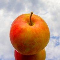 Эх яблочко да на тарелочке :: Александр Неустроев
