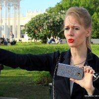 деловая и модная женщина :: Олег Лукьянов