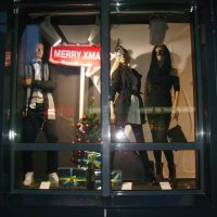 Стоят   в   витрине   манекены ...... :: Андрей  Васильевич Коляскин