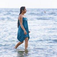 Гуляющая по воде :: Евгений Кожухов