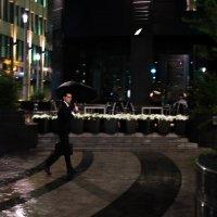 мужчина с зонтом. :: Alexander Babushkin