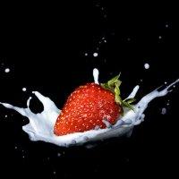 Клубника в молоке :: Александр Кобелюк