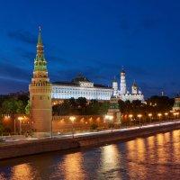 Вечерняя панорама Кремля с Большого каменного моста :: Минихан Сафин