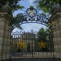 ворота в дом музыки на Мойке :: Елена