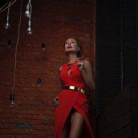 Gold in the red :: Olga Payne