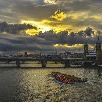 Темза - рабочая река... :: Viktor Kleimenov