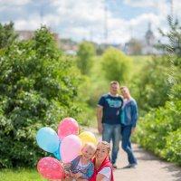 Дети и шарики. Что еще нужно для счастья родителей... :: Yana Sergeenkova