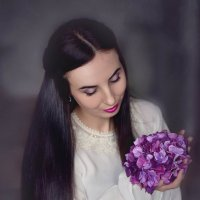Девушка с цветами. :: Elena Klimova