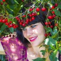 вишневая девушка :: Олеся Ханина
