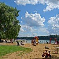 Выходной  дeнь на городском озере... :: Galina Dzubina