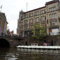 Канал Аудеграхт (Oudegracht). Слева - Здание мэрии Утрехта (Stadhuis van Utrecht) :: Елена Смолова