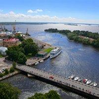 Город расположен на берегу Выборгского залива. :: Anna Gornostayeva