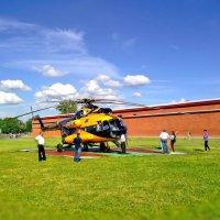 Жёлтый вертолёт :: Анастасия Белякова