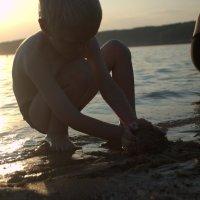Песочные пострйки :: Дмитрий