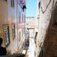 узкая улочка с лестницей :: Ольга Васильева