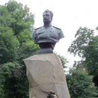 Памятник Пржевальскому :: Вера Щукина