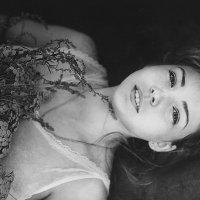 Девушка с цветами :: Устинья Онищук