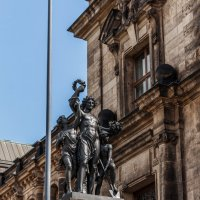Скульптура на парадной лестнице террасы Брюля в Дрездене :: Вадим *