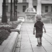 Маленький человечек Большого города... :: Наталья Чевозерова