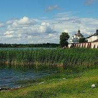 Озеро и монастырь :: Надежда Бахолдина