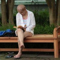 Женщина читает :: Galina Kazakova