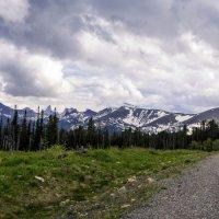 Дорога в горы :: юрий Амосов