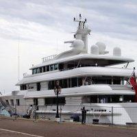 Яхта в Венеции :: михаил кибирев