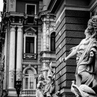 Статуи оперного театра :: Олег Дидоренко