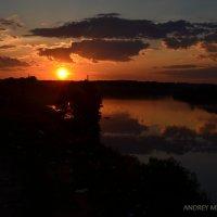 Закат над рекой :: Андрей Мирошниченко