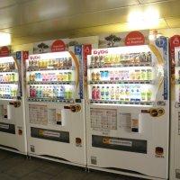 Японские напитки в московских переходах... :: Елена