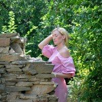 Девушка в лесу :: Марина Пономарева