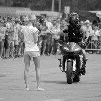 Девушка и байкер :: Алексей Климов