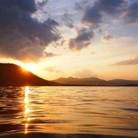 Играет море с солнцем :: Василий Искалеев