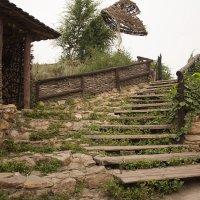 Живописная лестница в деревенском старинном стиле. :: Александр Иванов