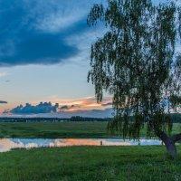 Закат на озере :: Владимир Безбородов