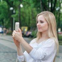 Блондинка, iPhone, селфи :: Андрей Майоров