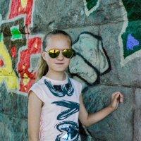Возле стены с граффити :: Света Кондрашова